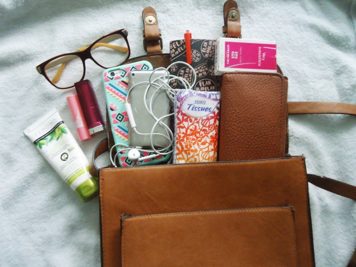 Lifestyle || What's in my bag?! ( Fall Edition)