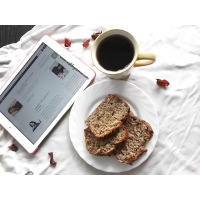 RECIPE || SIMPLE BANANA BREAD WITH A TWIST